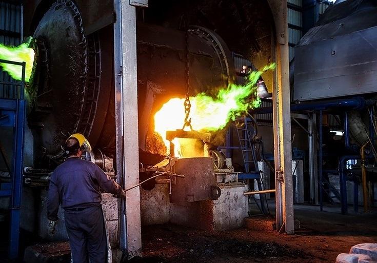 در تامین مواد اولیه مورد نیاز واحدهای صنعتی و معدنی کشور، اولویت با تولیدات داخلی است