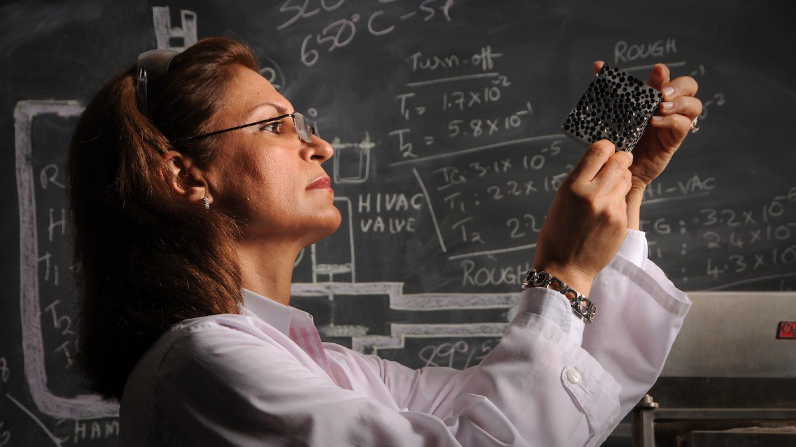 پروفسور افسانه ربیعی، مخترع مستحکمترین فوم فلزی