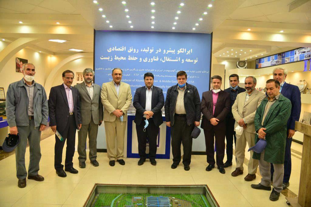 ما تمام قد در کنار شرکت آلومینیوم ایران هستیم و از آن در امر خطیر تولید، حمایت میکنیم